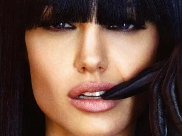 Angelina-Jolie cat eyes and fringes