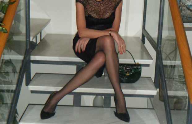 Nina Papaioannou wearing Poppy Suede Isabel Marant