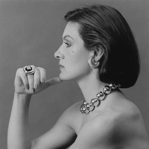 In 1971, at 22, Paloma Picasso began designing jewelry for the Greek jewelry company Zolotas