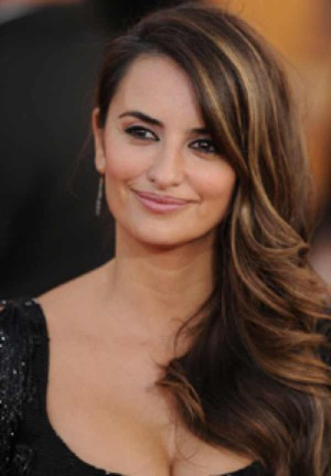 Penelope Cruz wearing Yossi Harari earrings