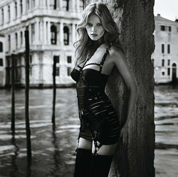 Lara Stone by Mario Sorrenti featured in Vogue Japan