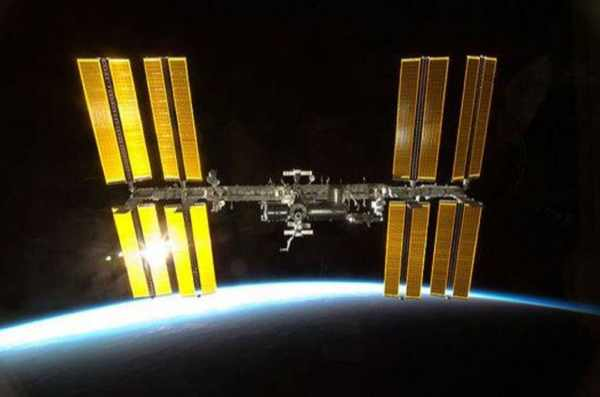 iss-endeavour_approachess