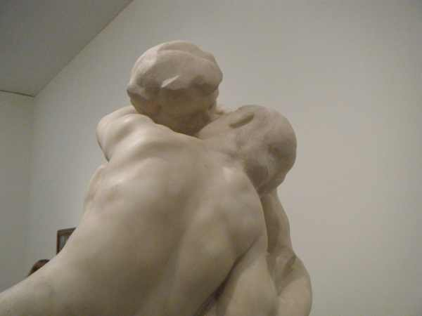 classical sculpture kissing