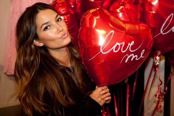 lily-aldridge-victorias-secret-model- I love me balloon