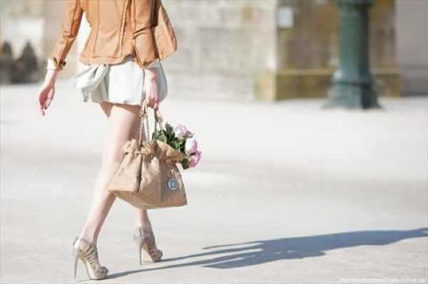 nude and camel tote flowers