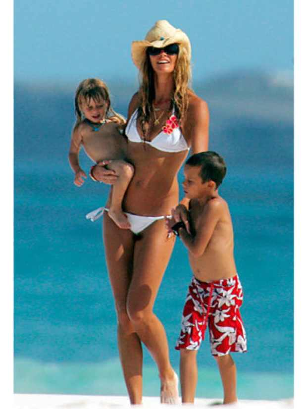 elle-macpherson-bikini-body-170611-large_new