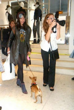 Patrizia Munster photographing...look at the dog!!!: