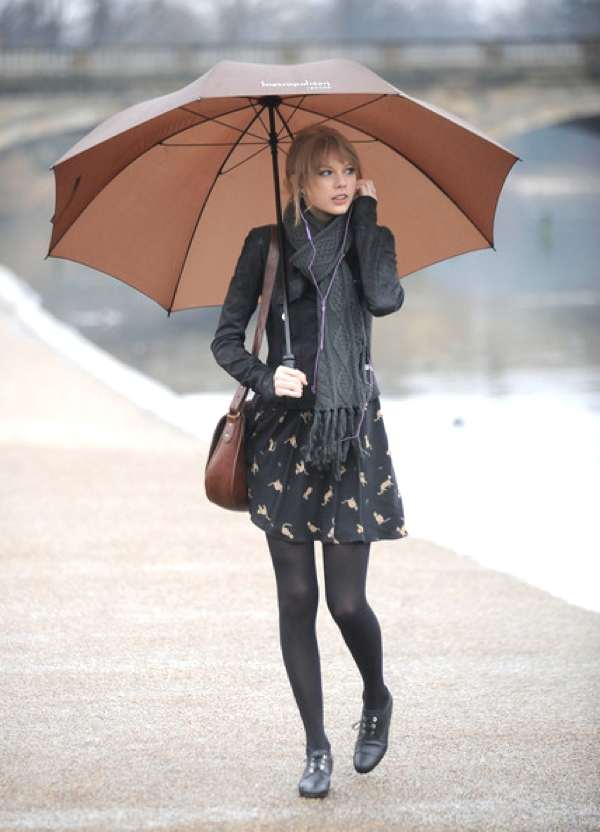 Taylor Swift street style wearing a scarf