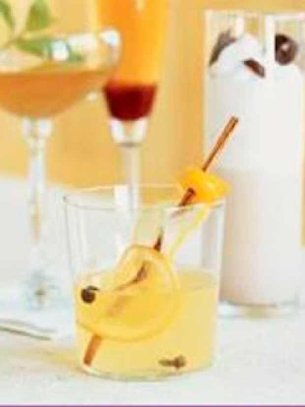 Mulled White Wine Cocktail