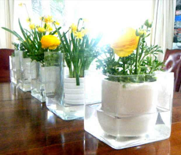 dinner table cube clear vase yellow decoration