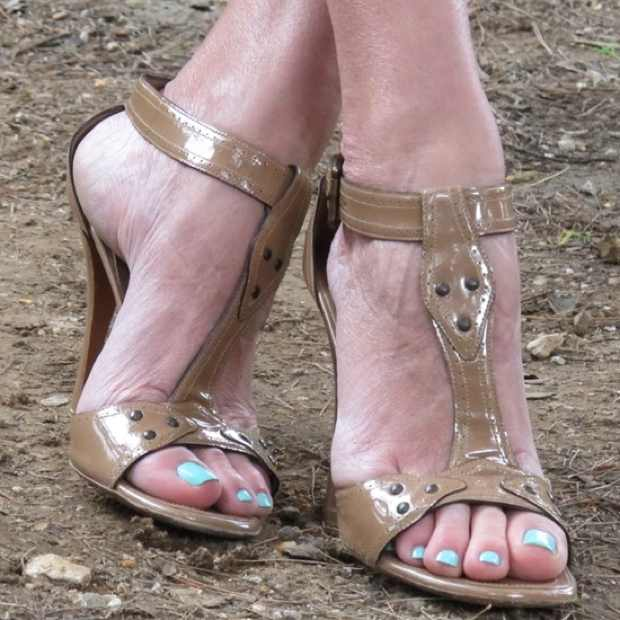 alaia nude color sandals