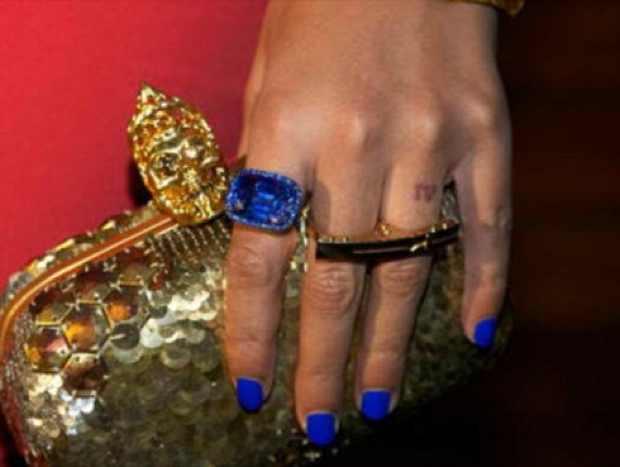 Beyonce blue nails