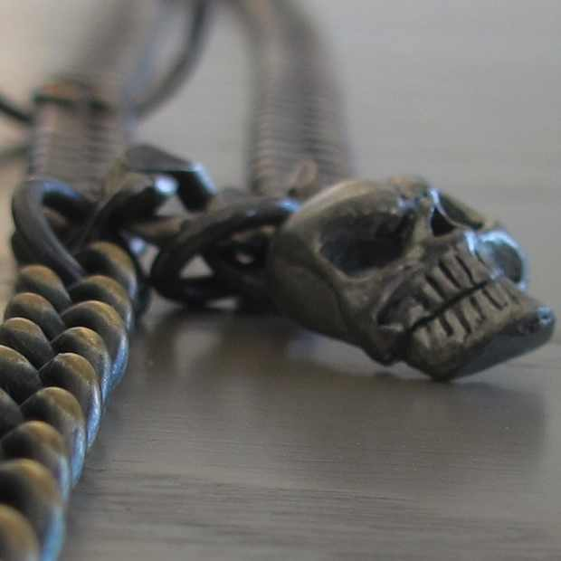 Rock chic necklace scull