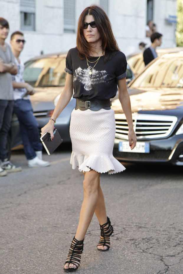 T-shirt, skirt and belt looks fresh