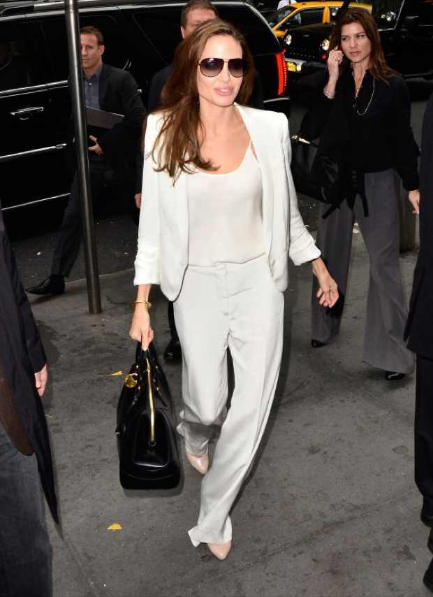 Angelina Jolie All White, Apple shape