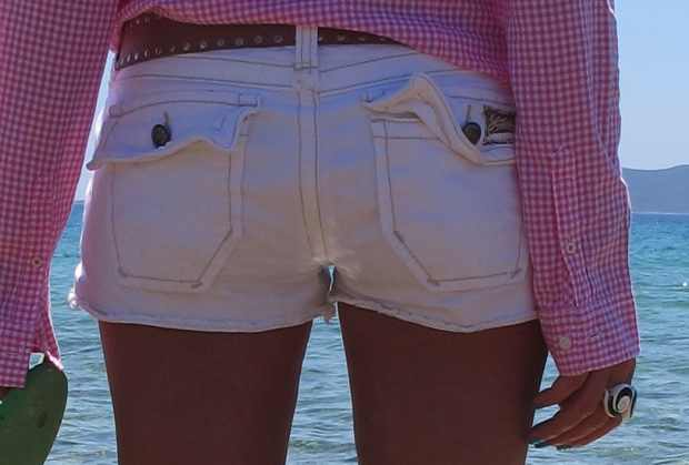 Beach Summer Pink shirt Outfit back jeans shorts3
