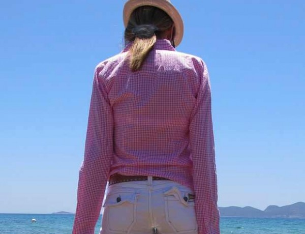 Beach Summer Pink shirt Outfit blue sea