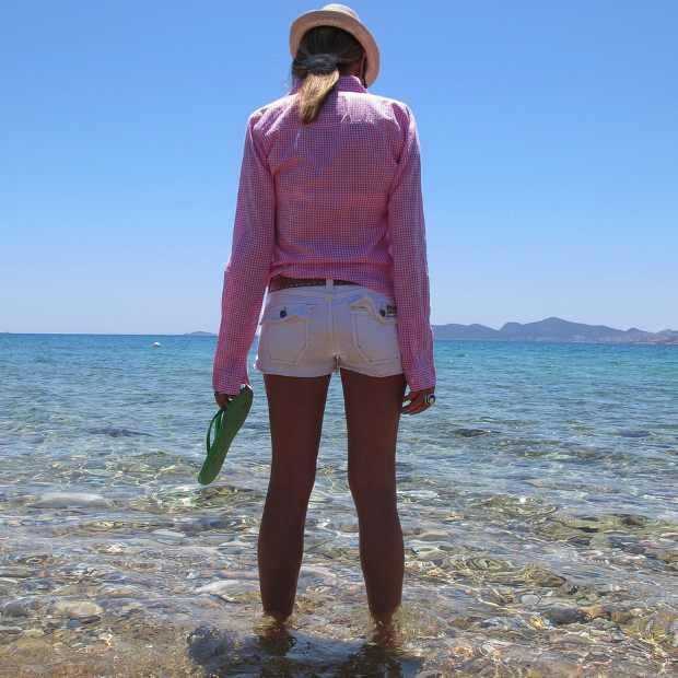 Beach Summer Pink shirt Outfit blue sea2