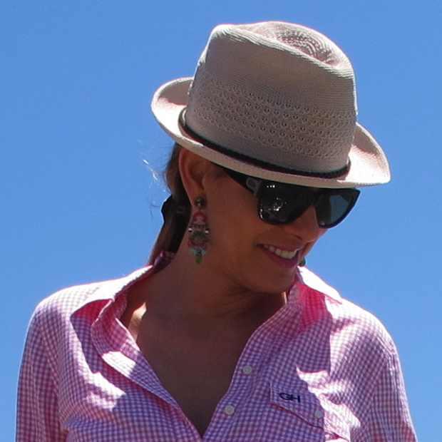 Beach Summer Pink shirt Outfit hat2