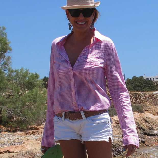 Beach Summer Pink shirt Jeans Shorts Panama Hat