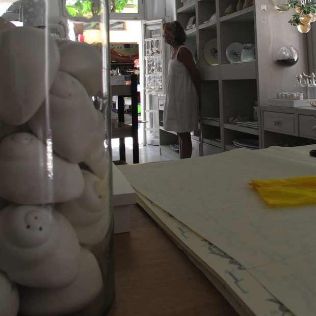 Paroikia Paros Yria Shop Ceramic shell salt pepper
