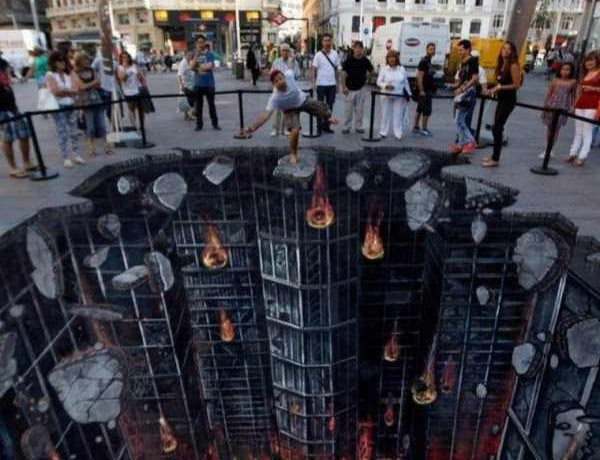 The-Dark-Knight-Rises-3D-Street-Art-640×875