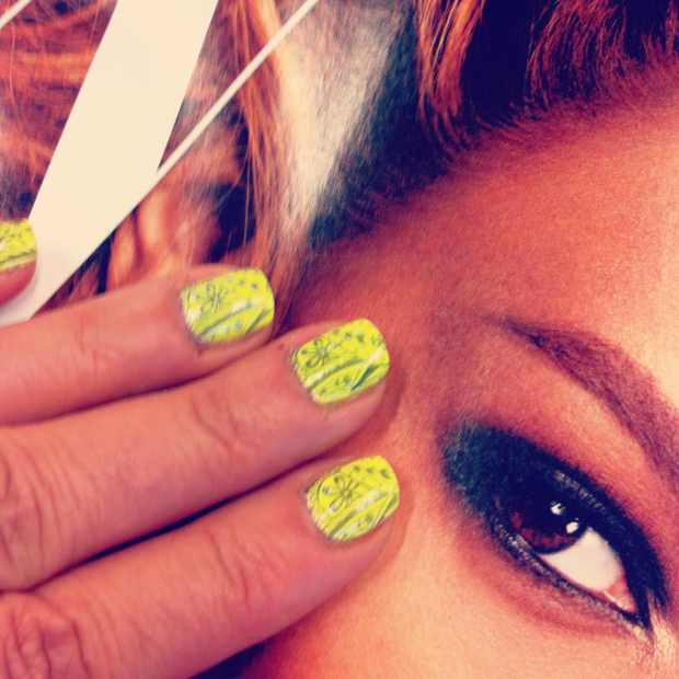 W mag and yellow nails