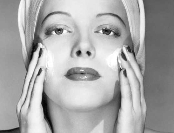 Retro chic  woman applying cream