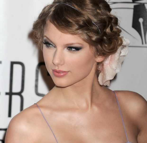 Taylor Swift complicated side braids and twist