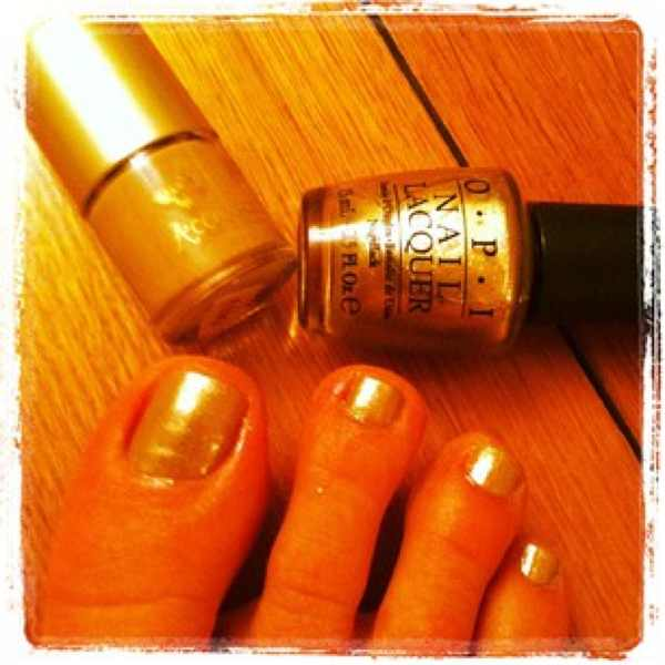 Accessorize beige Opi gold