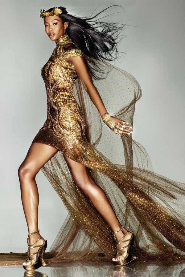 Campbell wore a bespoke Alexander McQueen gold gown in tonight's London 2012 Closing Ceremony.