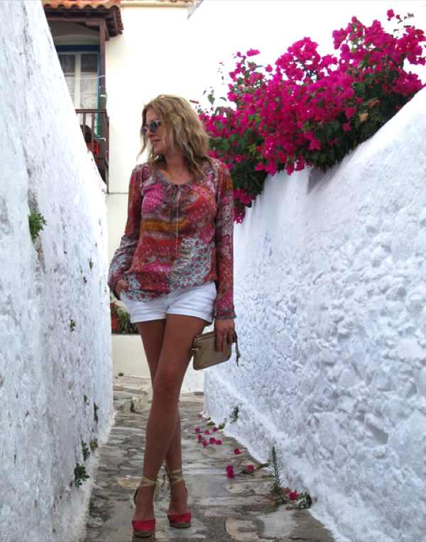 Casual Island look Skopelos, Old town