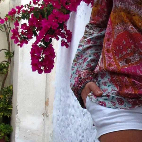 Casual Island look Dana Buchman blouse Abercrombie and Fitch Shorts