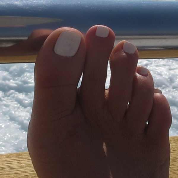 white nail polish toes