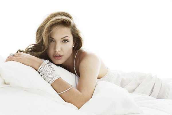 Angelina Jolie white dress eyeliner