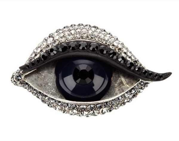 The New Eyeliner Effect, Lanvin brooch