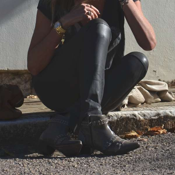 Leather outfit rock chic