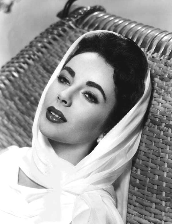 Elizabeth Taylor, make up, winged eyeliner