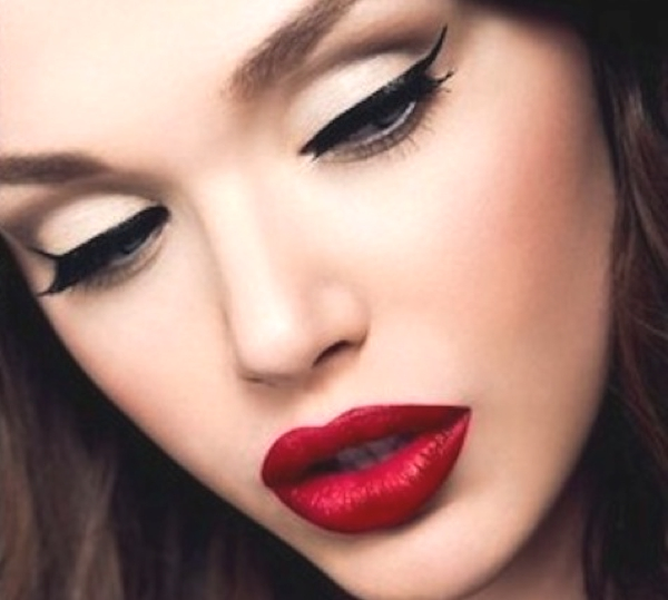 winged-eyeliner red lips