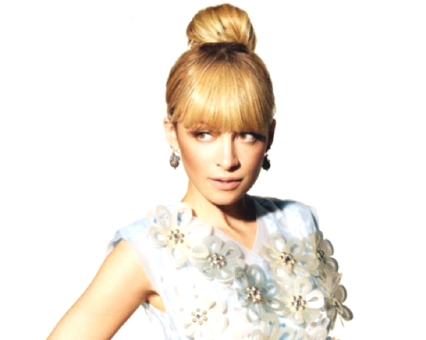 Nicole Richie Top knot