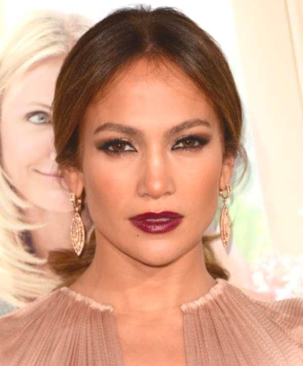 Jeniffer Lopez Oxblood lipstick