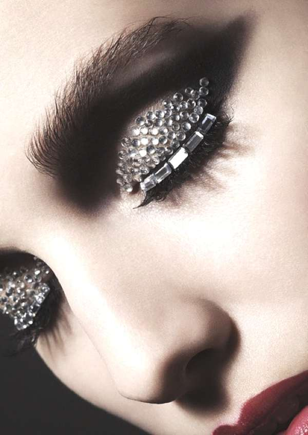 beads sparkling make up