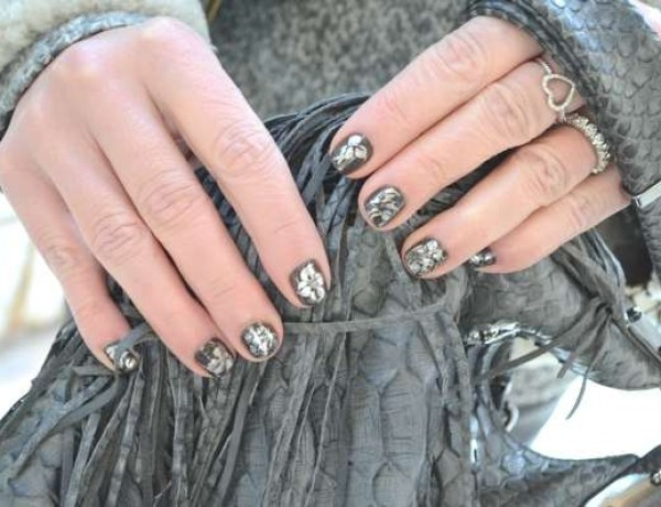 Shimmering nails art