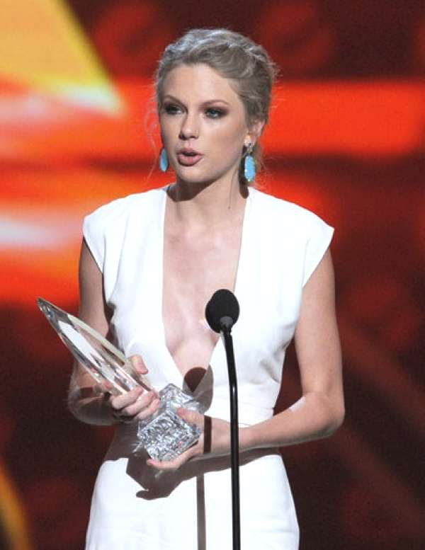 Taylor Swift  2013 white gown