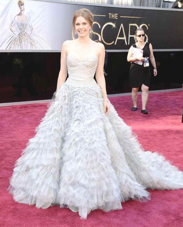 Amy Adams in an Oscar de la Renta dress and Moa jewelry