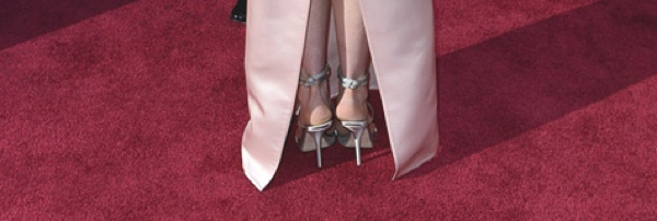 Anne Hathaway red carpet  shoes