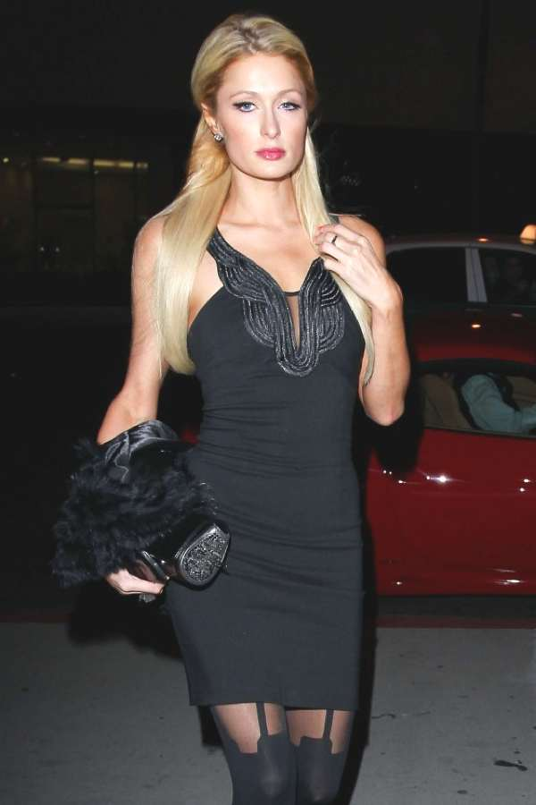 Paris Hilton wore suspender tights at Boa Steakhouse in Beverly Hills-07-560x840