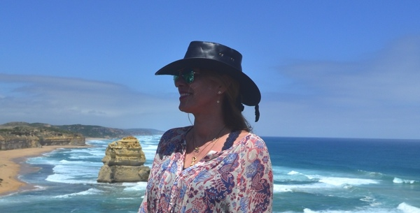 Travel-Australia-Great-Ocean-Outfit-and-my-Crocodile-Dundee-hat