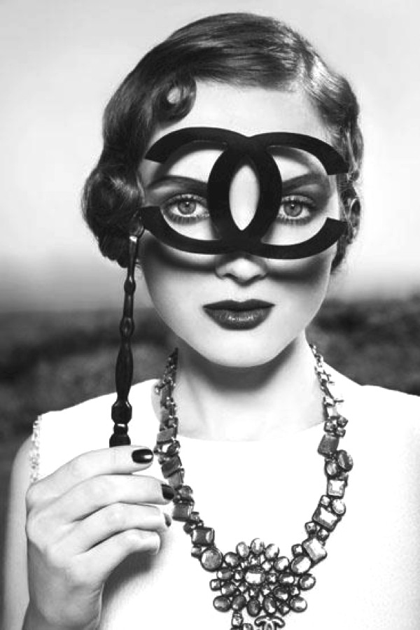 Monocle retro style chanel