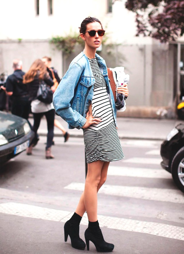 Street Style Stars in Denim Jackets-0000